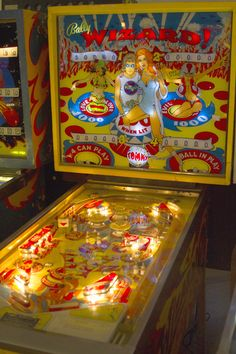 With over 250 spring loaded machines under one roof, the Pinball Hall of Fame has got to be one of the greatest collection of classic games in the world. Pinball Wizard, Estilo Retro, School Games, Old Games, Arcade Games, Pinball Games, Vintage Games, Puerto Rico, Jouer