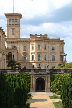 Osborne House on the Isle of Wight | Osborne House is a former royal residence in East Cowes, Isle of Wight, UK. The house was built between 1845 and 1851 for Queen Victoria and Prince Albert as a summer home and rural retreat. Prince Albert designed the house himself in the style of an Italian Renaissance palazzo. Queen Victoria died here. | Photo uploaded by Wendy Downes