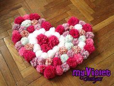 Alfombra de pompones con forma de corazón myvioletdesigns.com
