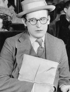 Silent Era — Harold Lloyd in Girl Shy Silent Film Stars, Movie Stars, Golden Age Of Hollywood, Old Hollywood, Charlie Chaplin, Jessica Mendoza, Silent Comedy, Funniest Pictures Ever, Harold Lloyd