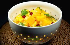 La mangue associée à la coriandre et à l'oignon doux donne une excellente entrée. La grenade apporte une touche colorée. Grenade, Cantaloupe, Food, Cilantro, Recipe, Essen, Meals, Yemek, Eten