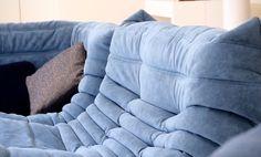 El clásico sofá modular #Togo de #LigneRoset tapizado en #Alcantara, un tejido muy resistente que luce y se siente como piel natural.