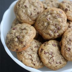 Easy chocolate chip cookie recipe with only 5 ingredients! With only butter, flour, sugar, egg, and chocolate chips you can make great chocolate chip cookies! Especially warm right out of the oven… Chip Cookie Recipe, Cookie Recipes, Dessert Recipes, Desserts, Veggie Recipes, Homemade Chocolate Chip Cookies, Perfect Chocolate Chip Cookies, Baking Science, Easy Baking Recipes