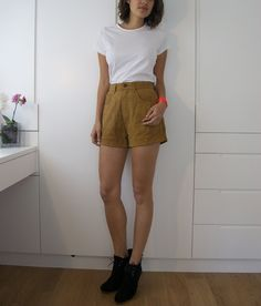 Found a gorgeous pair of Guess vintage tan suede pants at my local thrift market for $60HK - about £5. They were really cute but when I tried them on they were a little bit too early 90s (friends circa season 1) for me to wear them much. Decided they would make a very cute pair of shorts. So did...