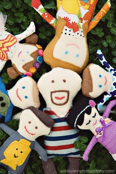 Not sure where to pin this, but how fun are these felt dolls--one person for the entire family!  LOVE it!