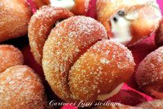 Cartocci fritti siciliani con crema alla ricotta