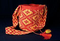 15 May 2018 Modelos de bolsos 148 Views 15 May 2018 Models of bags 148 Views Wayuu backpack models Crotchet Bags, Knitted Bags, Tapestry Crochet, Knit Crochet, Columbus Day Sale, Handbag Patterns, Handmade Handbags, Crochet Purses, Yarn Bowl