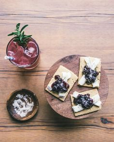 Cheese & Cocktail Pairing.  Indulgent double cream Cremont served on a crisp oat cake cracker with a spoonful of sweet jam pairs perfectly with this refreshing citrus pink fizz cocktail. #wrinklesaresexy