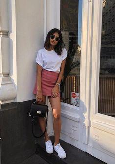 10 T-shirt + miniskirt: the basic duo that saves lazy fashion days - Women's Fashion Daily Fashion, Fashion Days, Look Fashion, Feminine Fashion, Fashion Beauty, Womens Fashion, Fashion Trends, Classy Shorts Outfits, Chic Outfits