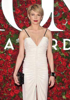 Näyttelijä Michelle Williams on kertonut edesmenneen ex-miehensä Heath Ledgerin rakastaneen hänen lyhyitä hiuksia.