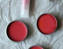 Tinted Lip Balm Recipe #EyeCreamHomemade #HomemadeMoisturizer Homemade Eye Cream, Homemade Lip Balm, Diy Lip Balm, Homemade Moisturizer, Tinted Lip Balm, Homemade Skin Care, Lip Tint, Lip Balm Tins, Homemade Blush