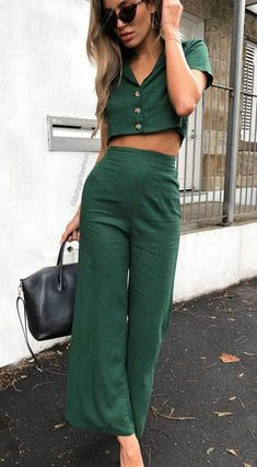 Love the outfit-not so into woman modeling. Pout does not match the outfit #womenfashion2018 #summer #summer2018
