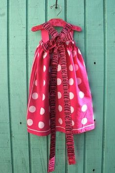 easy dress tutorial - love the tie back! can make out of 2 bandanas and a piece of ribbon