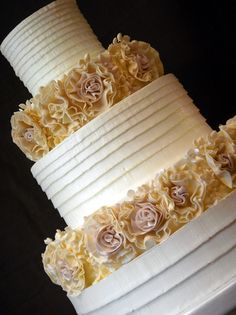Love the ribbon piping on this cake by Jim Smeal