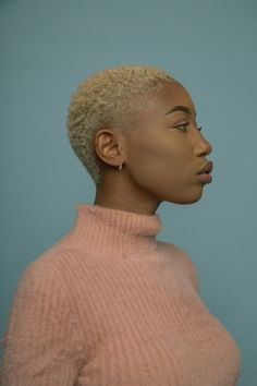 Short cropped and dyed afro hair. If I were to dabble with colour on my buzzcut. Short Black Haircuts, Blonde Haircuts, Black Girls Hairstyles, Afro Hairstyles, Blue Natural Hair, Big Chop Natural Hair, Natural Hair Styles, Short Hair Wigs, Girl Short Hair