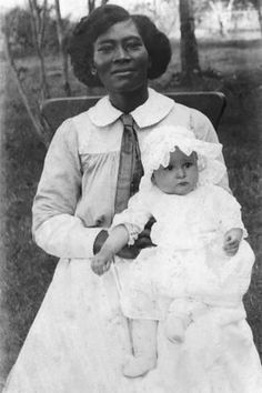 size: Photo: Future First Lady, Claudia Alta 'Lady Bird' Taylor with Her Nurse, Alice Tittle, 1913 : Artists Native American History, African American Women, African American History, African Americans, Black History Facts, Black History Month, Black Sisters, Vintage Black Glamour, Before Us