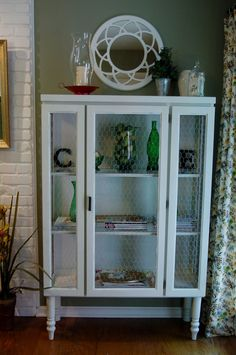 Love the chicken wire -- hmm, wonder if I could do this to mine?