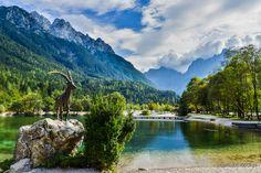 Słowenia - Alpy Julijskie - Kręta droga, malownicze jeziora i surowe szczyty