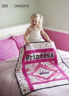 GE FF Home princess quilt. Psh forget the kid, I need one of these! Baby Girl Quilts, Girls Quilts, Children's Quilts, Quilting Designs, Quilting Projects, Sewing Projects, Sewing To Sell, Patchwork Baby, Cute Quilts