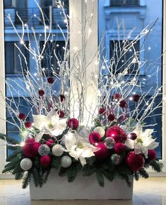 Christmas Flower Arrangements, Christmas Flowers, Noel Christmas, Simple Christmas, Christmas Wreaths, Country Christmas Decorations, Christmas Centerpieces, Xmas Decorations, Christmas Projects