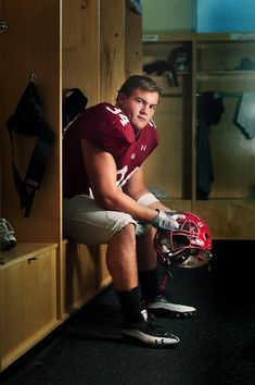 Football Senior Portrait Locker Room… I'll have to remember this for when Nick… – My CMS Sports Day Activities, Kids Sports Crafts, Football Photos, Sport Football, Soccer World, Gym Style, Sport Photography, Super Sport