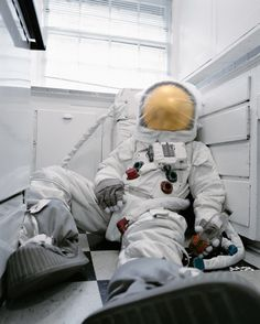 After the space shuttle Atlantis made its final expedition in the US shuttle program was canceled. Inspired by this event, American advertising photographer Neil Dacosta created a photo series called 'Astronaut Suicides'. The images, Nasa, Major Tom, Ex Machina, Grid Design, Design Art, Photo Series, Space Shuttle, Atlantis, Cosmos