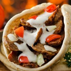 A Delicious beef donair recipe. This meal is a family favorite. Beef Donair Recipe from Grandmothers Kitchen. This sweet sauce needs sweetened condensed milk. Donair Meat Recipe, Donair Sauce, Gyro Recipe, Tzatziki, Nachos, Meat Recipes, Cooking Recipes, Recipies, What's Cooking