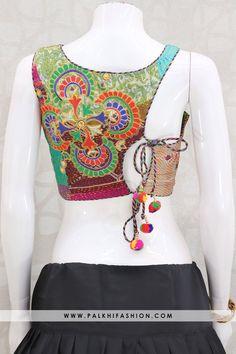 Choli Blouse Design, New Blouse Designs, Bridal Blouse Designs, Saree Blouse Designs, Ethnic Outfits, Indian Outfits, Indian Dresses, Stylish Dresses For Girls, Dress Indian Style