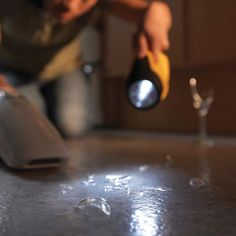 Secret Cleaning Tips From the Pros Flashlight Glass Finder House Cleaning Tips, Diy Cleaning Products, Cleaning Hacks, Cleaning Recipes, Hacks Diy, Deep Cleaning, Mildew Remover, How To Clean Metal, Hanging Crystals