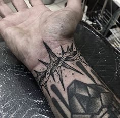 New Tattoo Traditional Blackwork Ink Ideas Hand Tattoos, Feather Tattoos, Rose Tattoos, Black Tattoos, Body Art Tattoos, Black And Grey Tattoos For Men, Tattoo Arm, Vodoo Tattoo, Trendy Tattoos