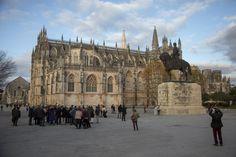 PÚBLICO 2 Barcelona Cathedral, Building, Travel, Lisbon Portugal, Monuments, Places, Viajes, Buildings, Destinations
