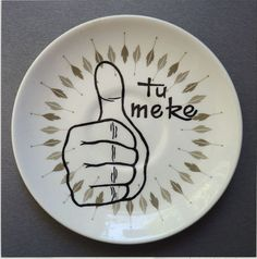 Tu Meke Plate Maori Designs, Cool Designs, New Zealand Art, How To Find Out, How To Make, Good People, Like Me, Decorative Plates, Fancy