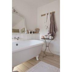 Clawfoot tub for white shabby chic bathroom, pretty or nay? #rumahkubathroom