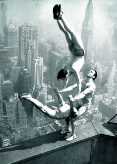 Acrobats On The Empire State Building New York, USA - 1934 - Photo by Otto Bettman - @~ Mlle