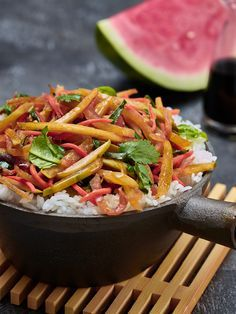 Next time you buy a whole watermelon, reserve the watermelon rind for this ingenious recipe! The rind will soften and quickly absorb the flavor of your sauce. Pickled Watermelon Rind, Watermelon Pickles, Watermelon Recipes, Stir Fry Recipes, Veggie Recipes, Asian Recipes, Cooking Recipes, Ethnic Recipes, Thai Cooking