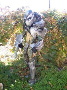 diy predator costume (made with a lot of dollar store stuff - very impressive)