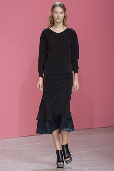 See the complete Theyskens' Theory Spring 2014 Ready-to-Wear collection.