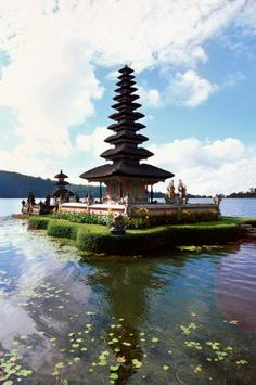 The temples in Bali are a sight to behold. Visit Pura Ulun Danu Bratan and these other top 10 temples in Bali. Beautiful Islands, Beautiful Places, Amazing Places, Places To Travel, Places To See, Travel Destinations, Bali Baby, Voyage Bali, Bali Honeymoon