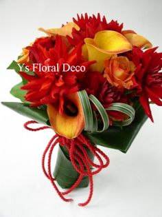 お仕事関係の年賀状には、その年に作った花の写真を3.4種類使っていますが、今年の年賀状の和風バージョン用図柄のひとつに使ったブーケです。和の雰囲気がお正月...