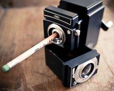 Un taille-crayon appareil photo super vintage