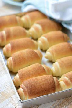 Como vocês bem sabem, pão é uma das minhas perdições. Pão caseiro, então, nem se fala! Se vier acompanhado de uma boa xícara de café e de uma manteiga... Eu me