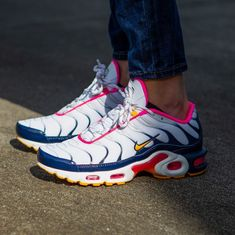 You can never have too much Air! This fresh color way of the Nike Air Max Plus is now in stores and online! High Heel Sneakers, Red Sneakers, Sneaker Heels, Sneakers Nike, High Heels, Cute Shoes, Me Too Shoes, Streetwear Shoes, Nike Air Max Plus