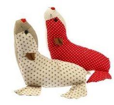 mamukis: SUJETA-PUERTAS INFANTIL Animal Sewing Patterns, Stuffed Animal Patterns, Diy Stuffed Animals, Sewing Toys, Sewing Crafts, Sewing Projects, Fabric Origami, Fabric Animals, Animal Quilts