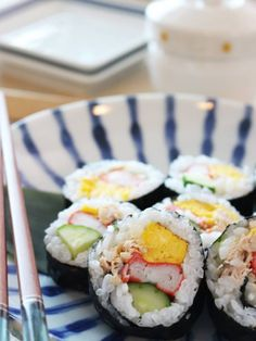 Sushi, Rolls, Food And Drink, Ethnic Recipes, Rice, Ideas, Buns, Bread Rolls, Thoughts