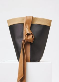 Band Twisted Cabas Twisted in Natural Calfskin - セリーヌについて