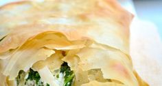 J Belle, Opa. Spanakopita - I make these once a year for Greek Easter.I save a few triangles and freeze before cooking to have for lunch. I Love Food, Good Food, Yummy Food, Vegetarian Recipes, Cooking Recipes, Healthy Recipes, Pizza Snacks, Plat Simple, Greek Cooking