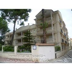 Venta piso en Navajas en la calle Mayor para entrar a vivir con calidades de lujo. Amueblado a tope de power, al minimo detalle. Vivienda compuesta por 3 habitaciones, comedor, cocina, 2 baños y 2 terrazas. 300.000 €
