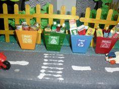 Maquete Meio Ambiente - Feira de Ciências coleta seletiva de lixo... apaixonante não? Observem as embalagens dentro de cada lata... Só professor amoroso faz isso ... Ai, como eu amo rsrs