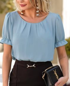 Short Sleeve Blouse in Crepe with Pleats Sweet Flower Blouse Styles, Blouse Designs, Simple Kurta Designs, Stylish Work Outfits, Sleeves Designs For Dresses, Moda Chic, Blouse Outfit, Blouses For Women, Costume