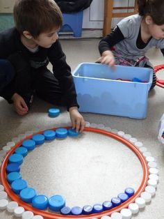 Bildergebnis für les ronds petite section - Laura Loddo - Photo Toddler Activities, Learning Activities, Preschool Activities, Reggio Emilia, Play Based Learning, Early Childhood Education, Fine Motor, Kids And Parenting, Art For Kids